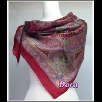 S021紫紅色圖紋絲巾
