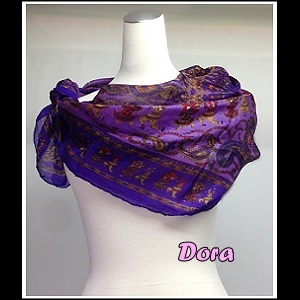 S025紫紅色圖紋絲巾