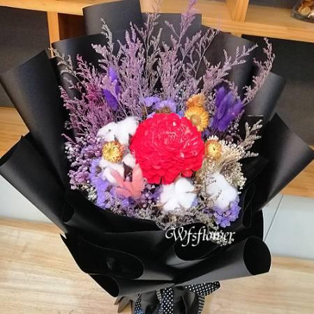 J028玫瑰永生花加乾燥花台南代客送花台南市推廌花店