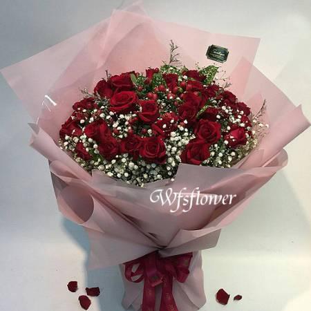 F043熱戀紅玫瑰花束情人節求婚花束台南代客送花