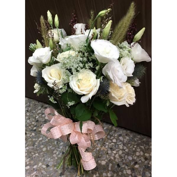 G018白玫瑰捧花