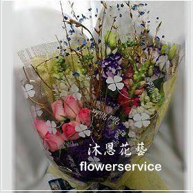 K029台北花店士林區花店沐恩花藝情人節花束玫瑰桔梗花束