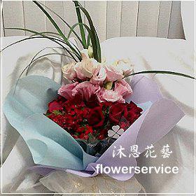 K031台北花店士林區花店沐恩花藝情人節花束玫瑰桔梗花束